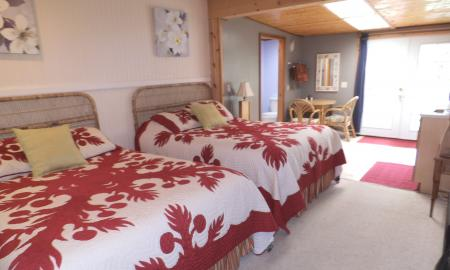 Spacious Queen Beds, Private entrance, Kitchenette